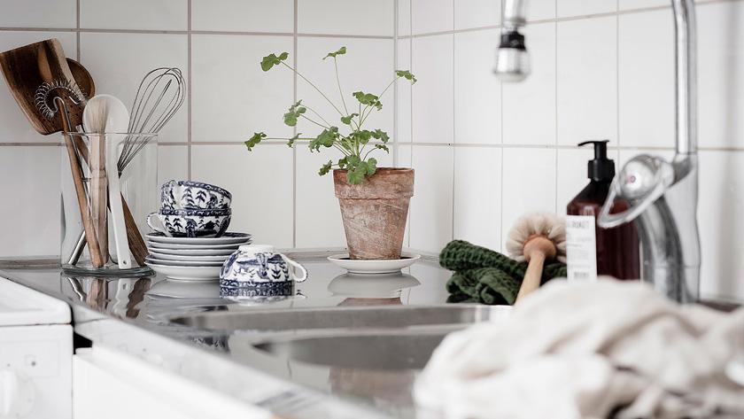 deco rustique moderne cuisine blanche pot terre cuite