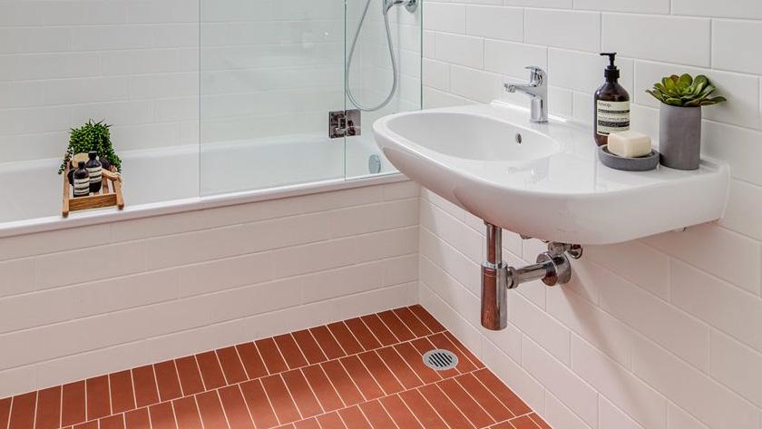 deco sol terre cuite salle de bain rectangulaire