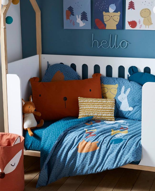 préparer chambre bébé linge de lit ours