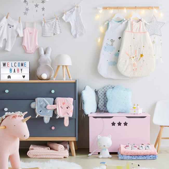 préparer chambre bébé commode gris bois