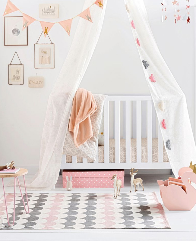 deco motif écaille chambre enfant tapis rose gris