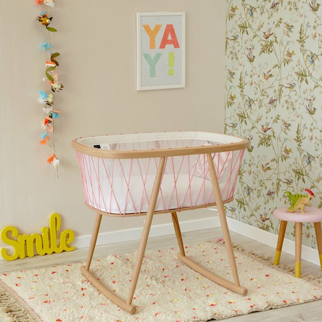 meuble rose chambre enfant berceau bois