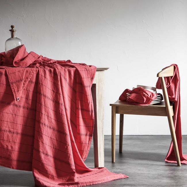 linge de table en lin blanc cerise nappe rouge