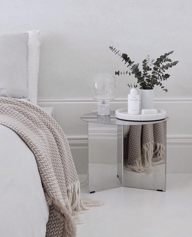 visite deco minimaliste chambre chevet miroir
