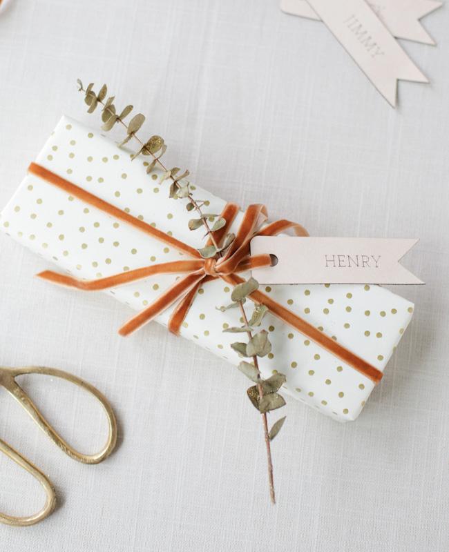 étiquette cuir paquet cadeau noel diy végétal
