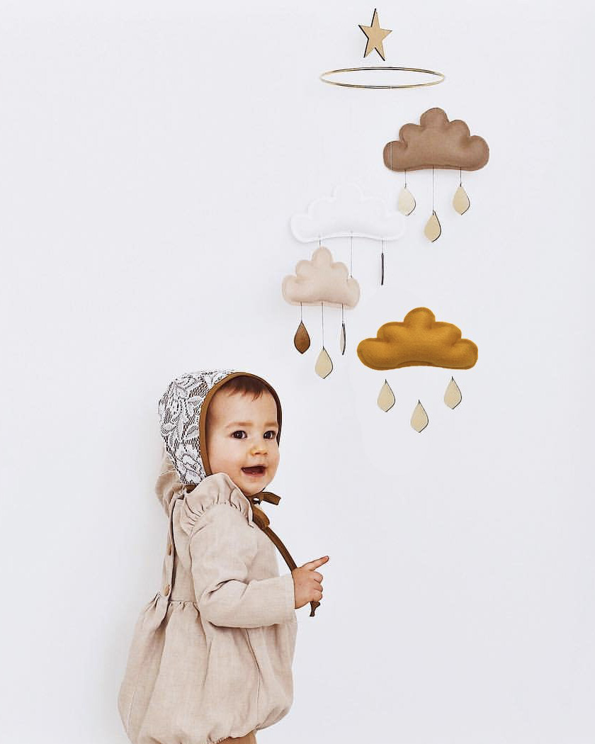 mobile enfant nuage butter flying