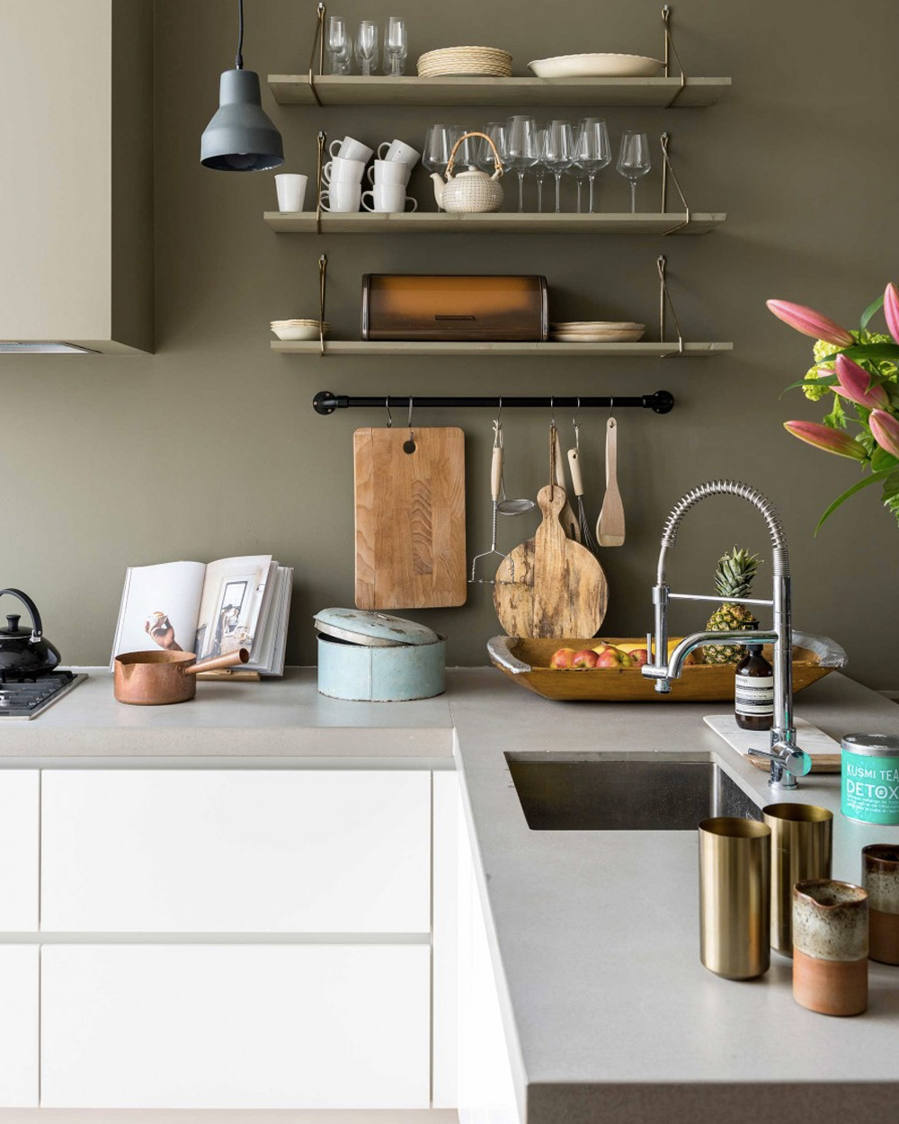 deco mur cuisine vert olive meuble blanc