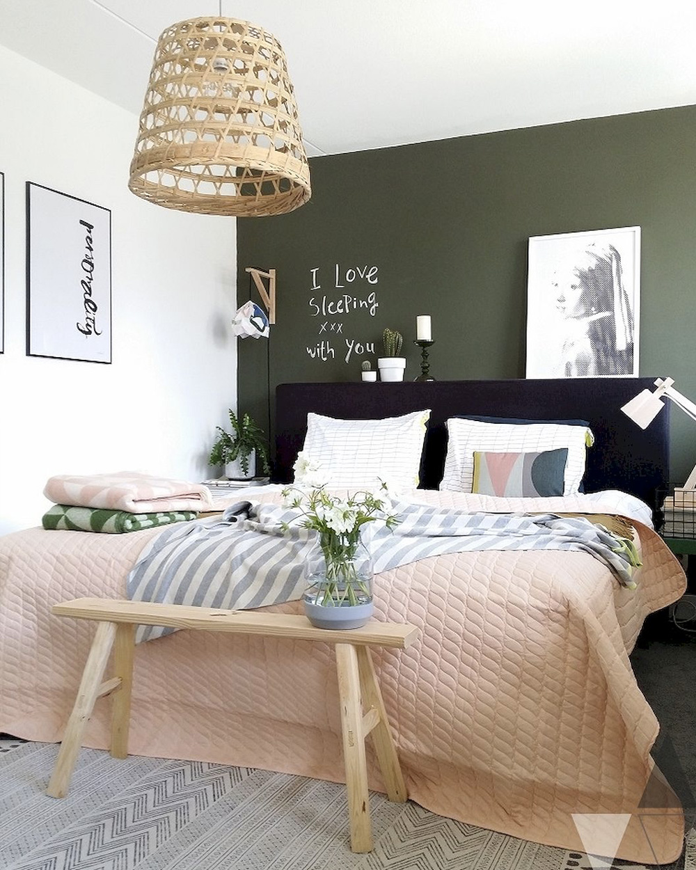 mur de tête de lit vert olive