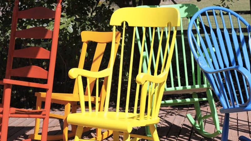 peindre chaise bascule diy