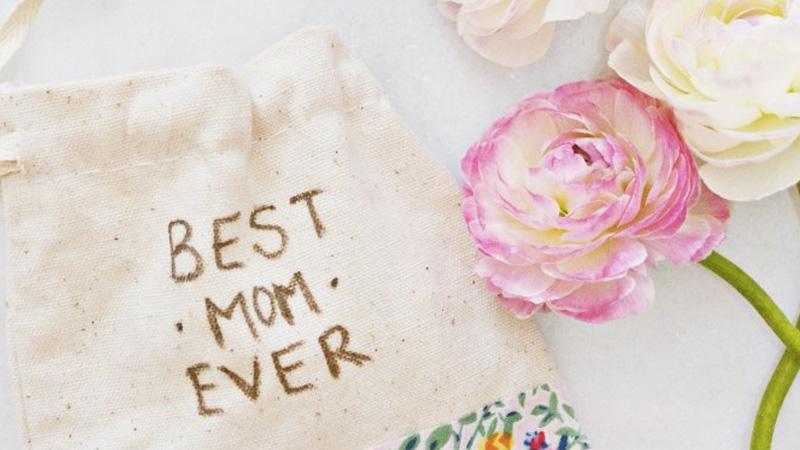 pochette cadeau diy fête des mères