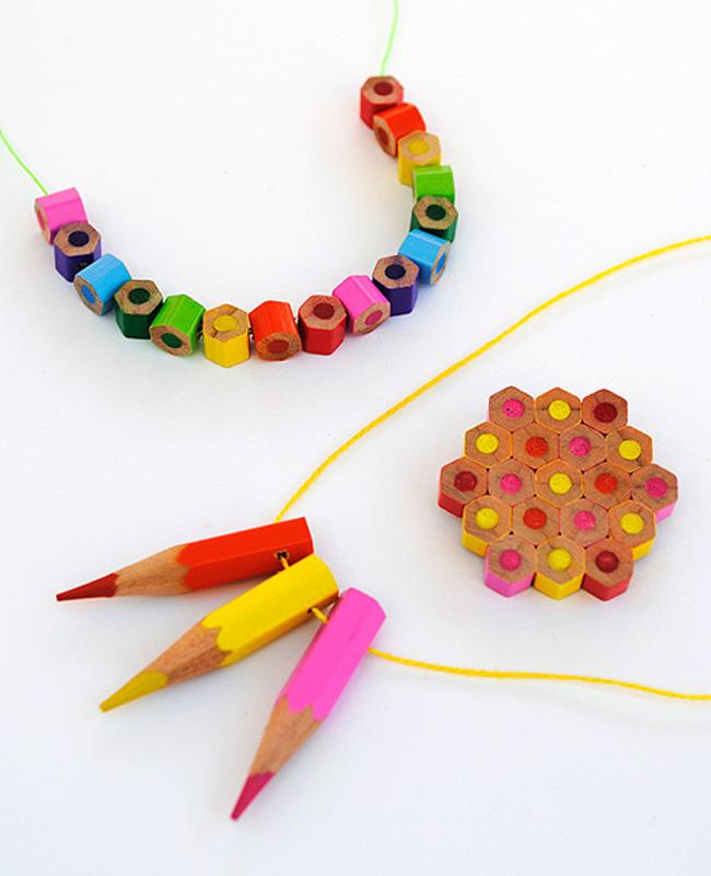 collier diy crayon couleur