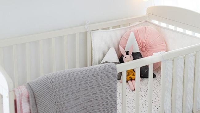 deco chambre bébé rose moderne
