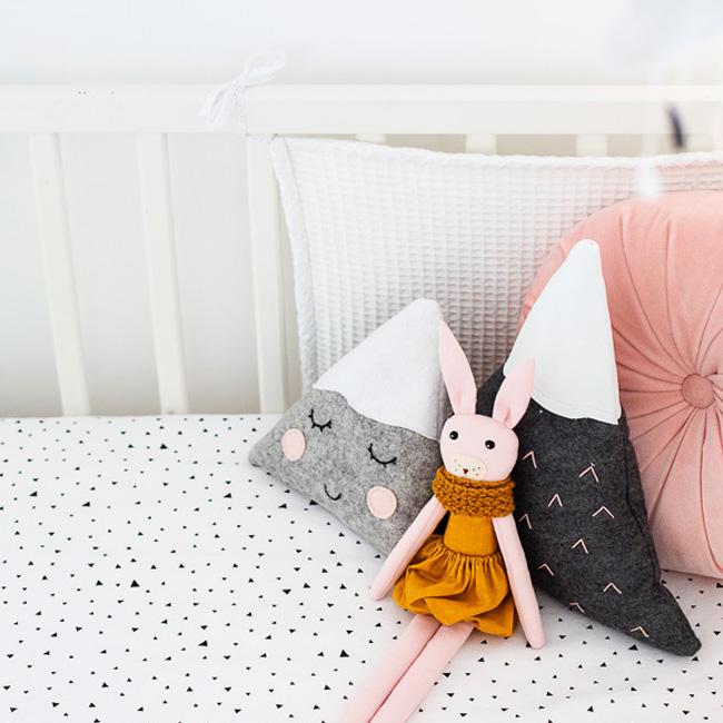 deco chambre bébé rose moderne lit peluches