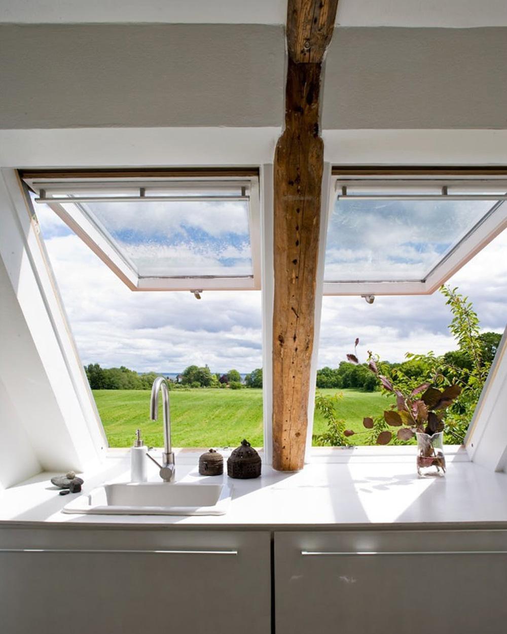 fenêtre de toit dans cuisine