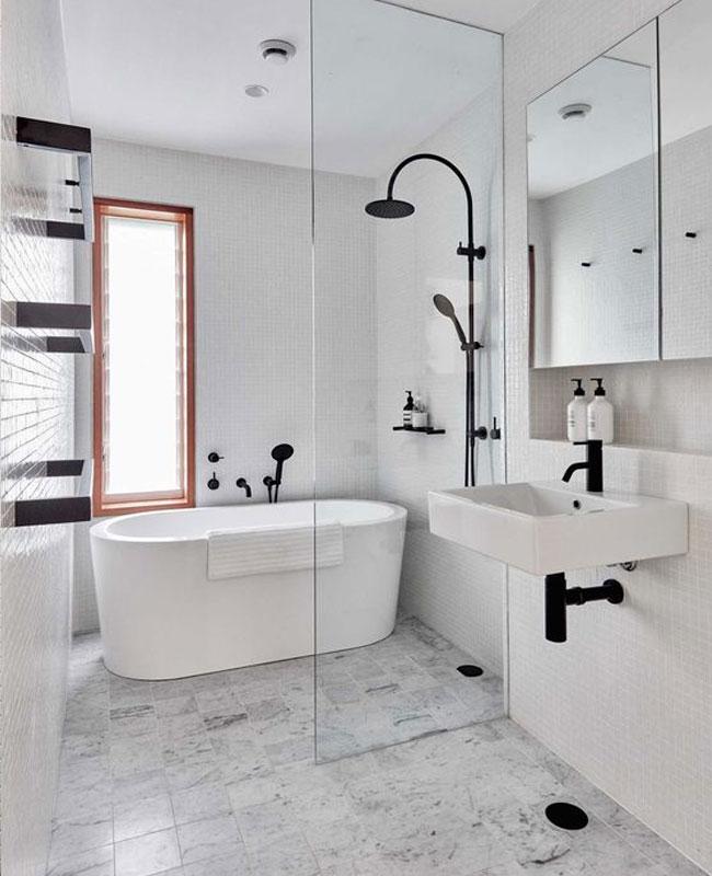déco salle de bain scandinave petite baignoire