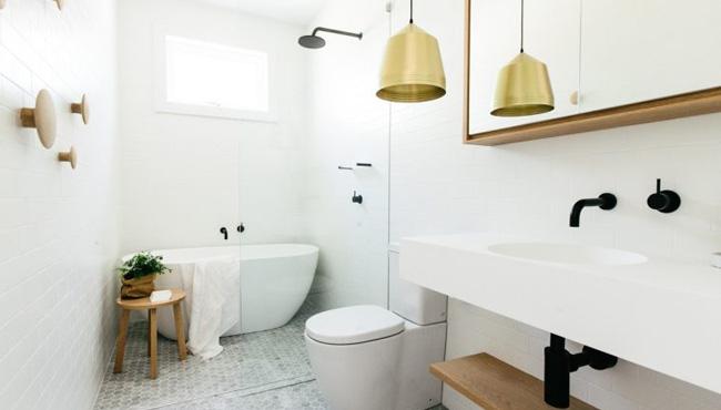 déco salle de bain scandinave blanc bois laiton