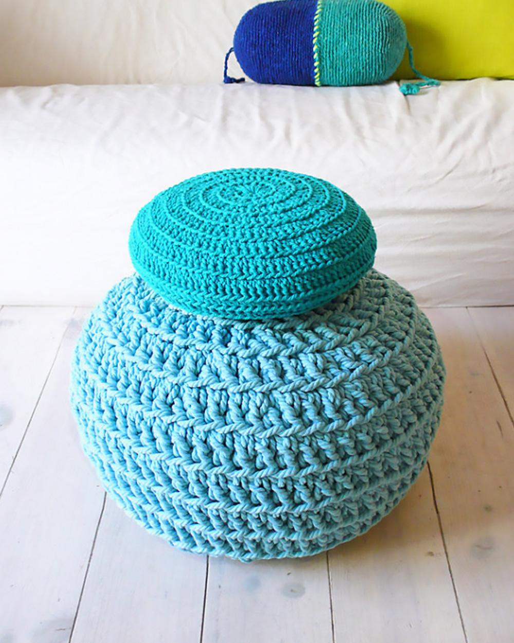 coussin sol crochet bleu