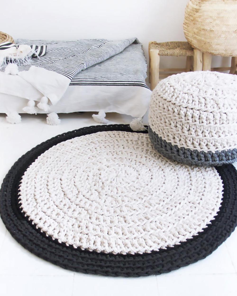 tapis crochet noir beige