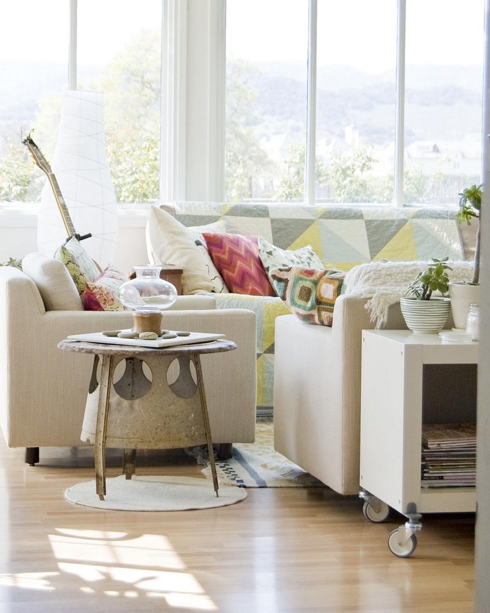 salon blanc et bois dans maison de plage