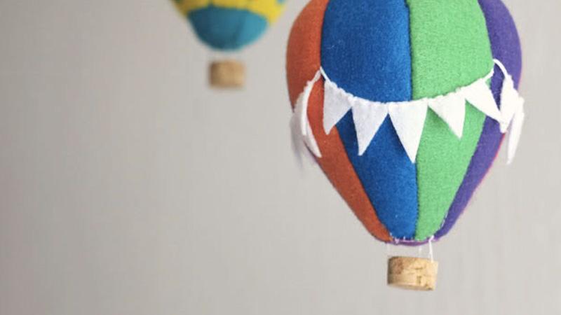 mobile montgolfière feutrine diy