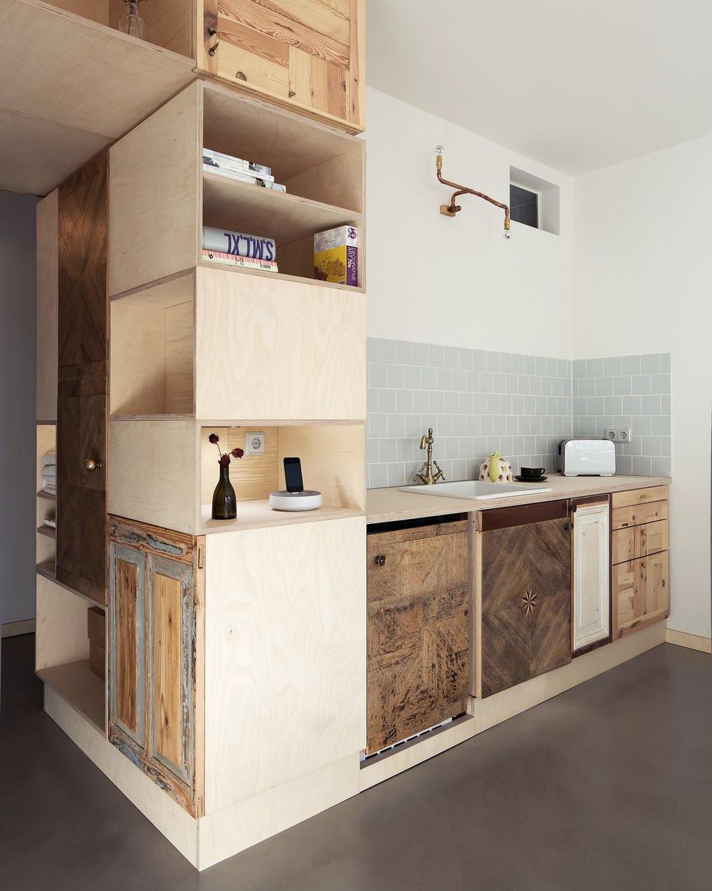 cuisine en bois et contreplaqué dans un studio