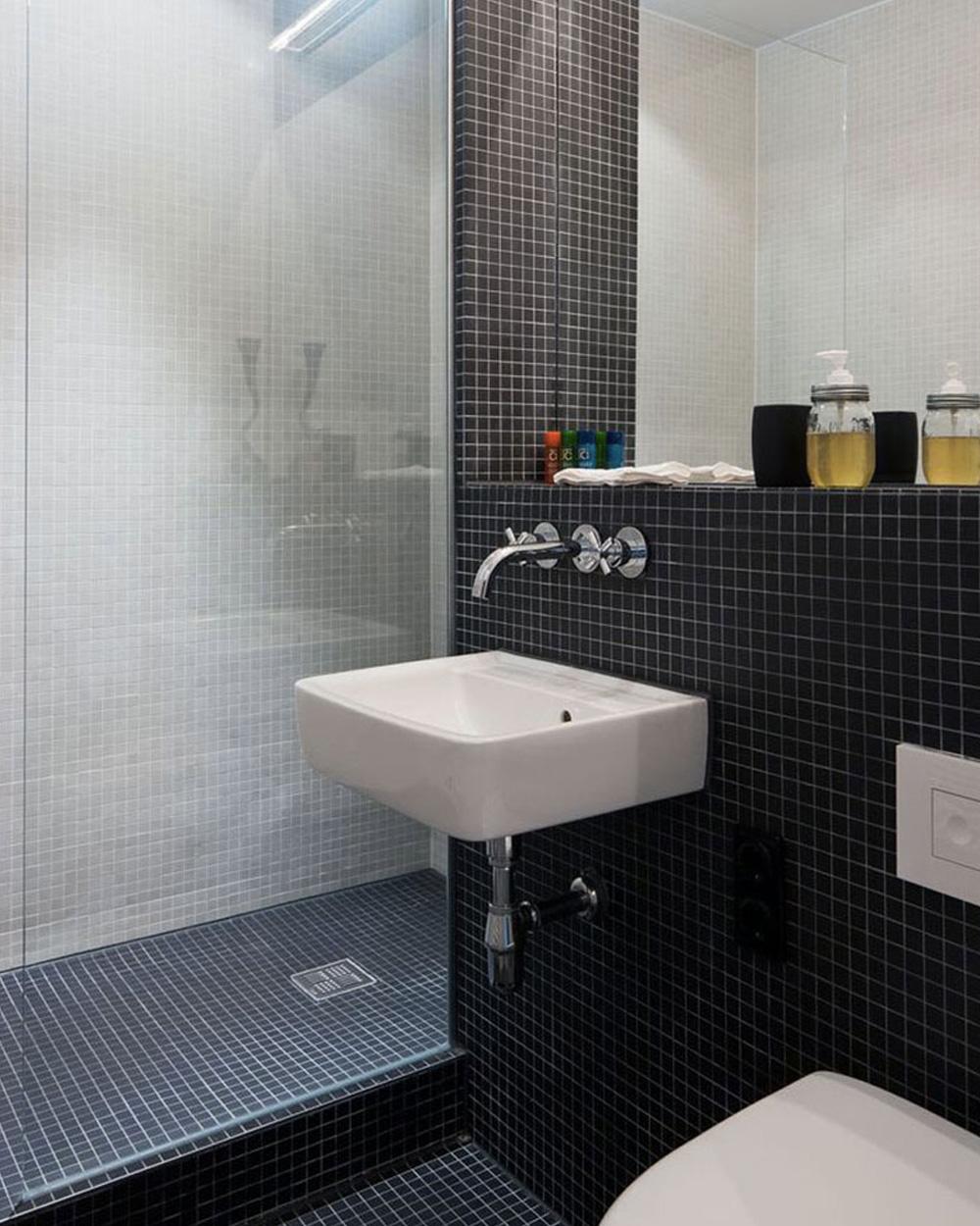 salle de bain moderne dans un studio