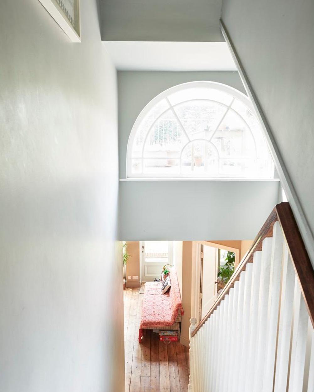 cage escalier blanche