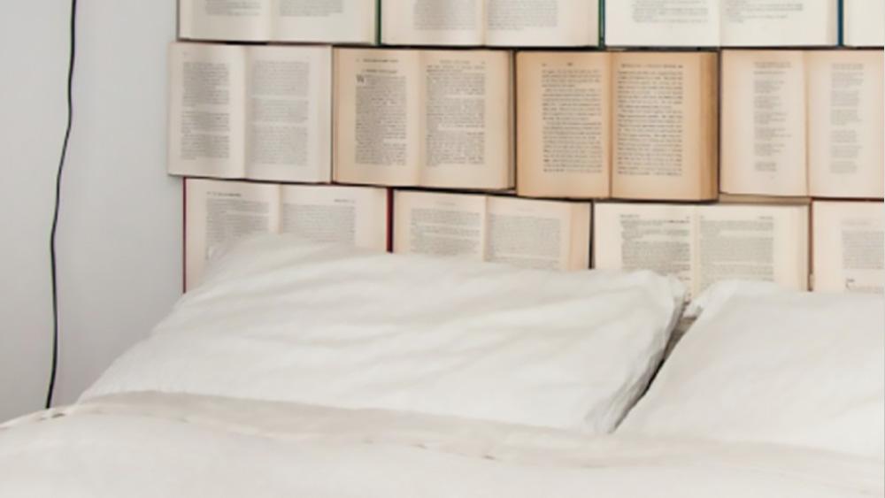 tête de lit diy livres