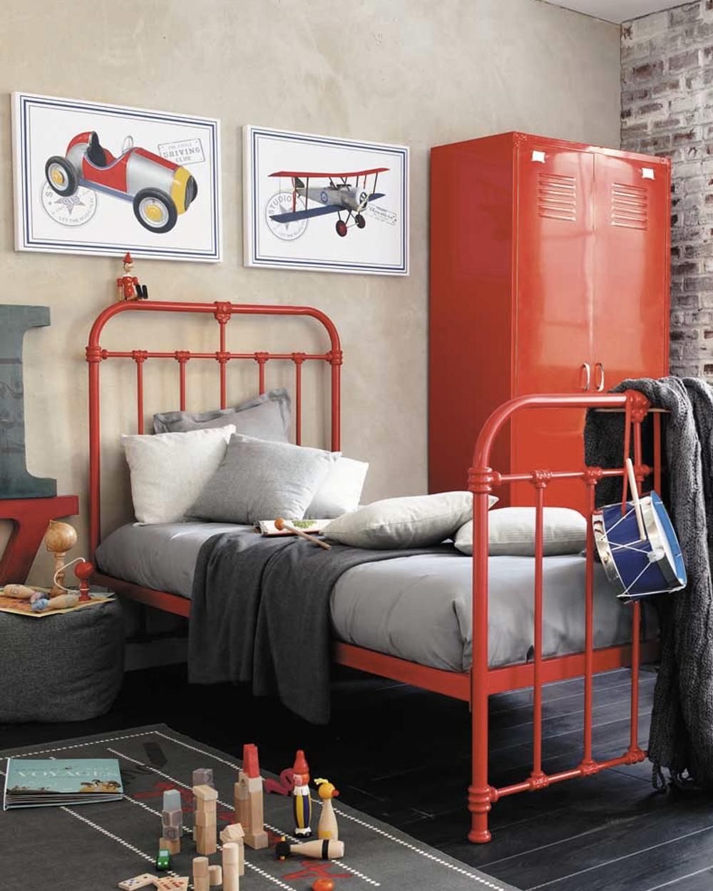 meubles enfant en métal rouge