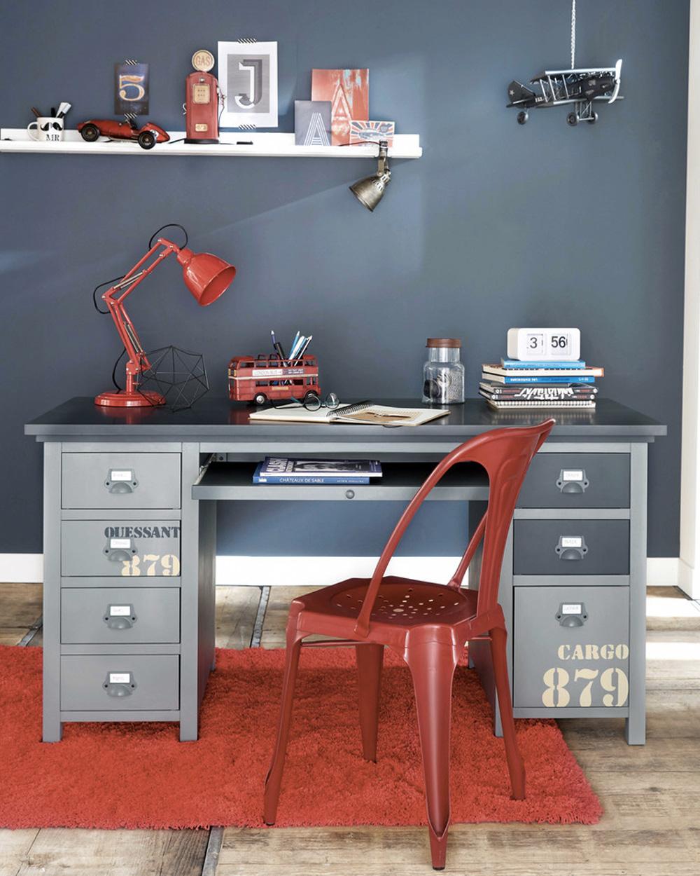 lampe et chaise de bureau en métal rouge pour enfant