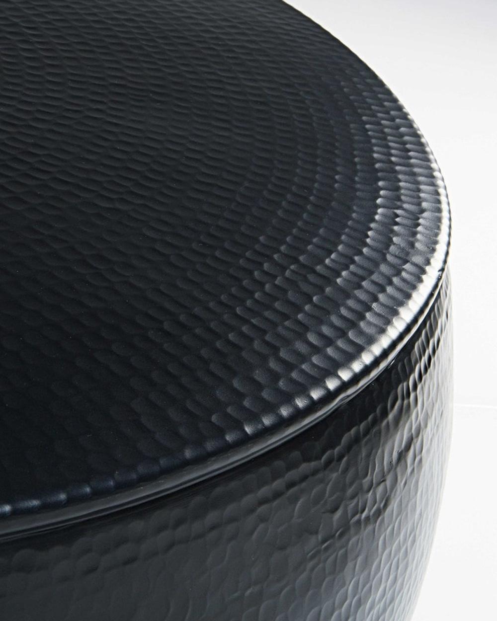 table basse noire métal martelé