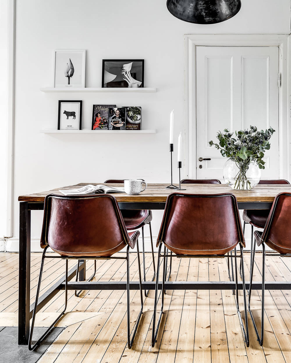 table salle a manger en métal dans cuisine