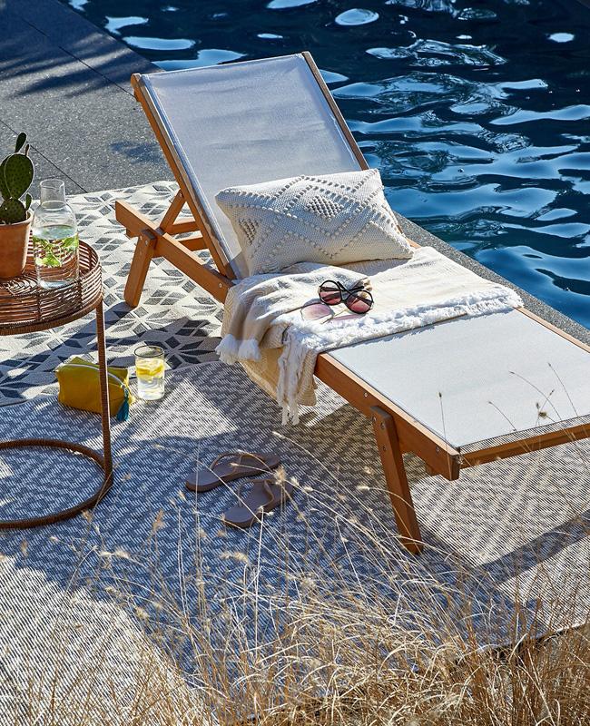 chaise longue bois beige