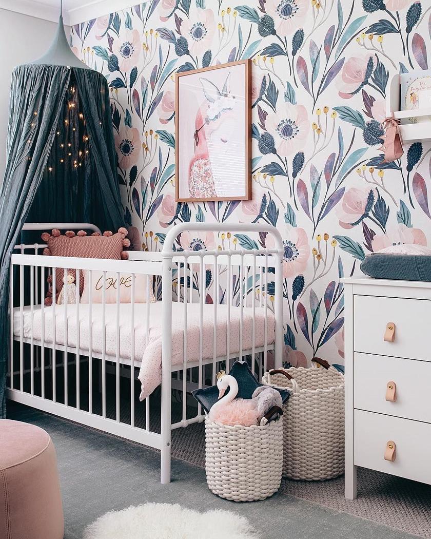 deco bleu canard rose chambre bébé motifs végétaux