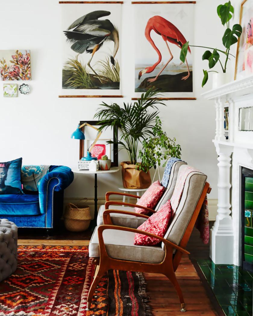 deco salon couleur bordeaux tapis canapé bleu