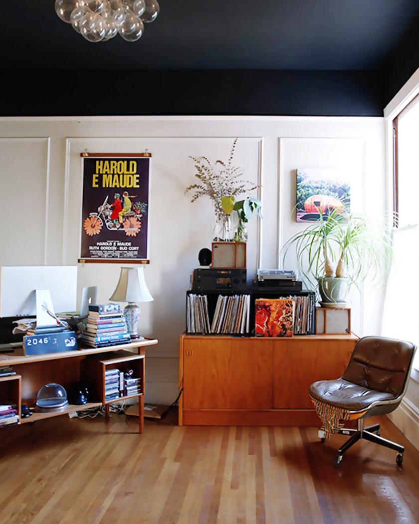 peindre plafond couleur noir salon