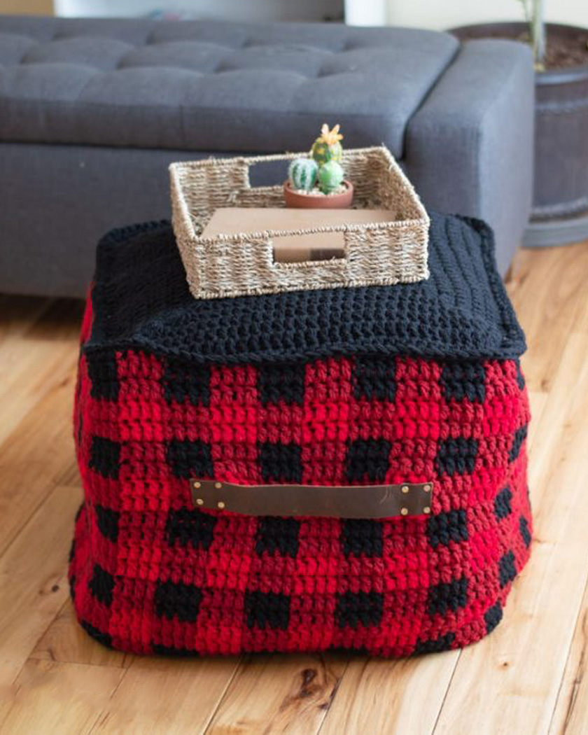 pouf diy tricot carré noir rouge