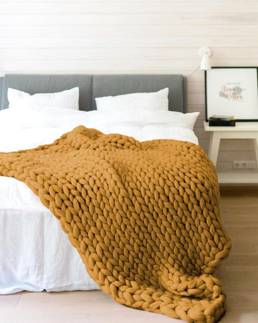 couleur jaune moutarde deco chambre plaid tricot xxl