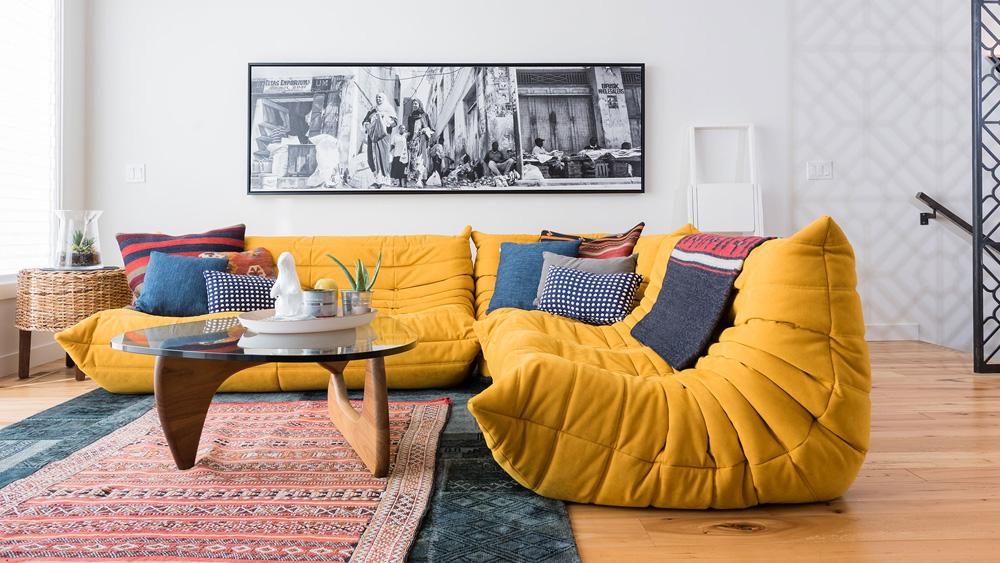 couleur jaune moutarde deco canapé togo
