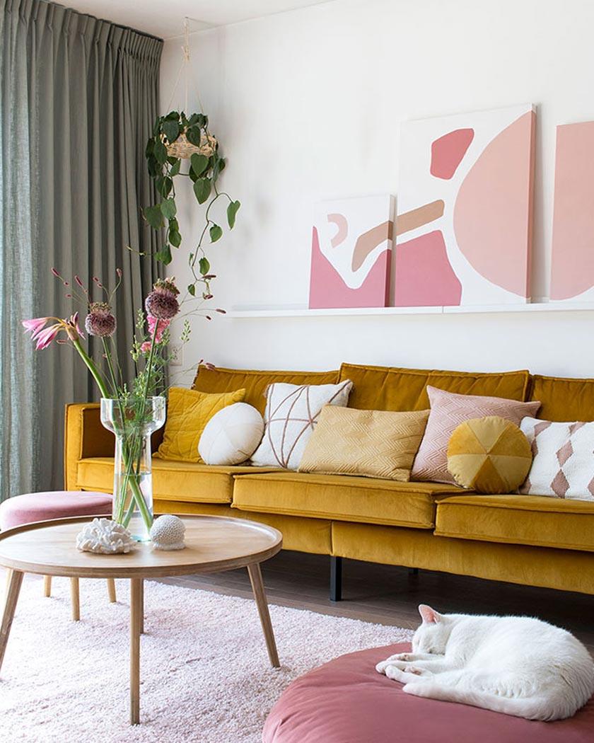 couleur jaune moutarde deco salon rose canapé velours