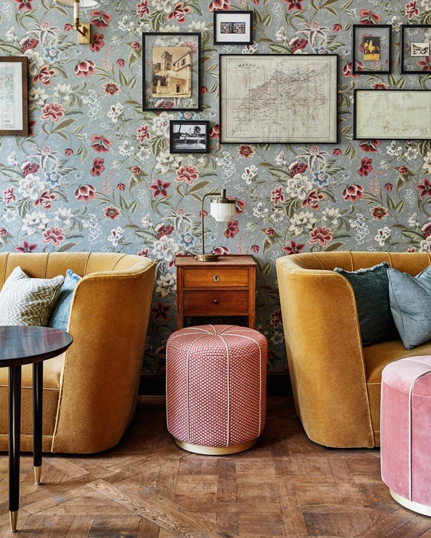 couleur jaune moutarde deco salon vintage velours pouf rose