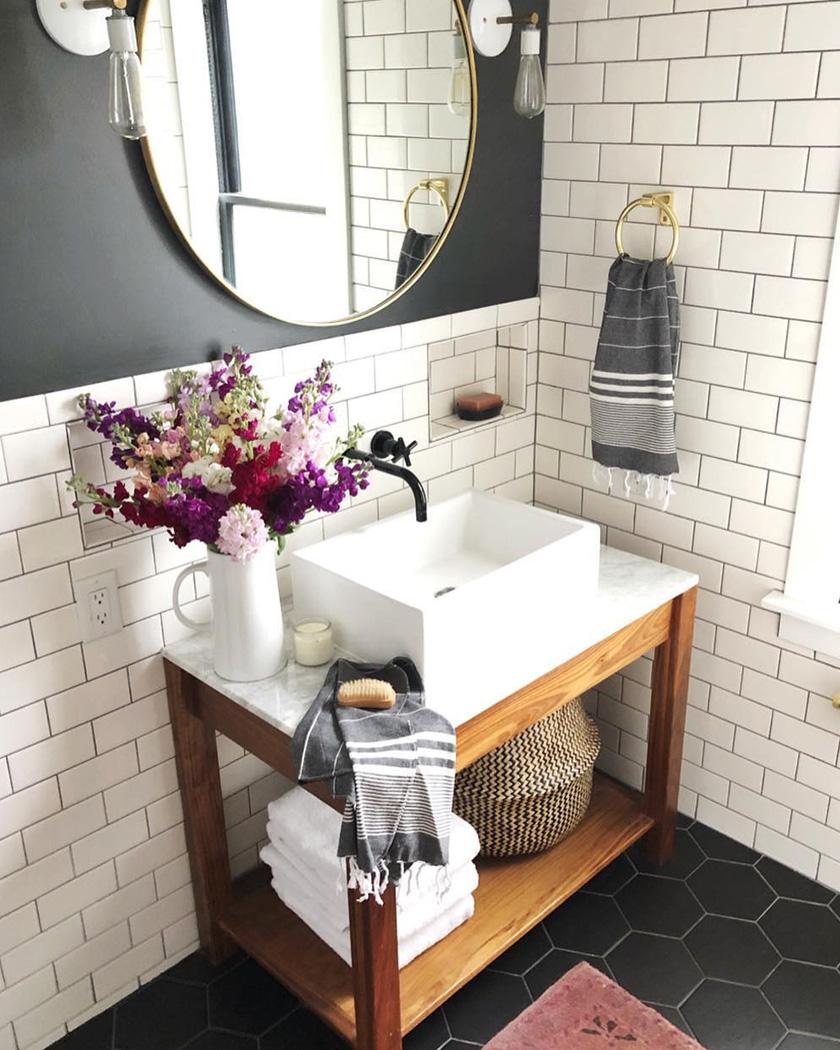 salle de bain deco carrelage métro blanc gris foncé