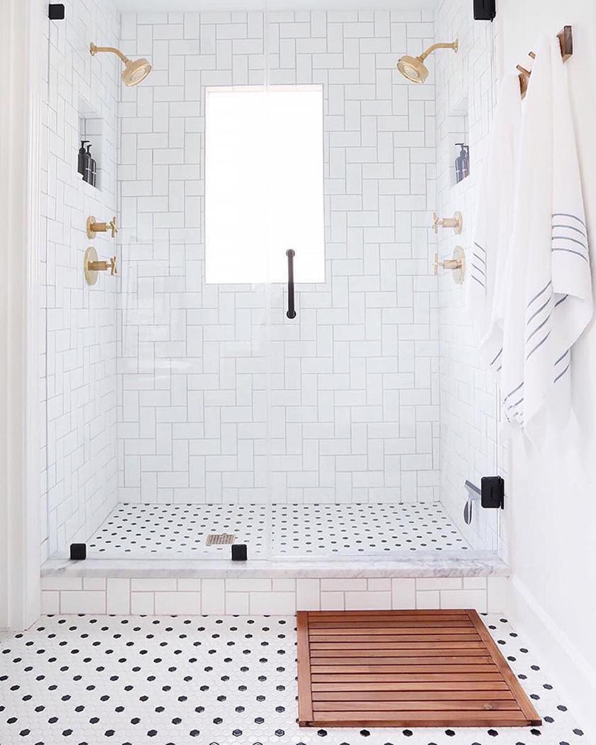 salle de bain deco carrelage métro blanc et laiton