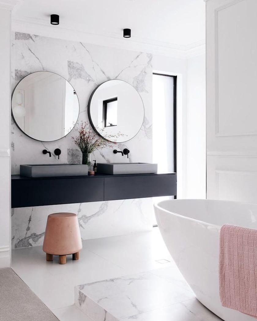deco salle de bain moderne baignoire marbre blanc rose