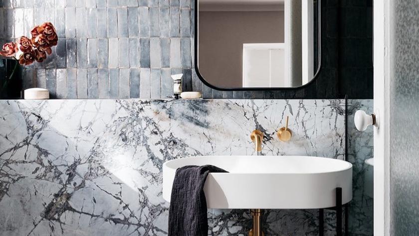 deco salle de bain moderne petite marbre bleu