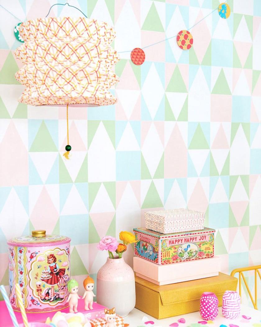 papier peint chambre enfant géométrique rose vert bleu