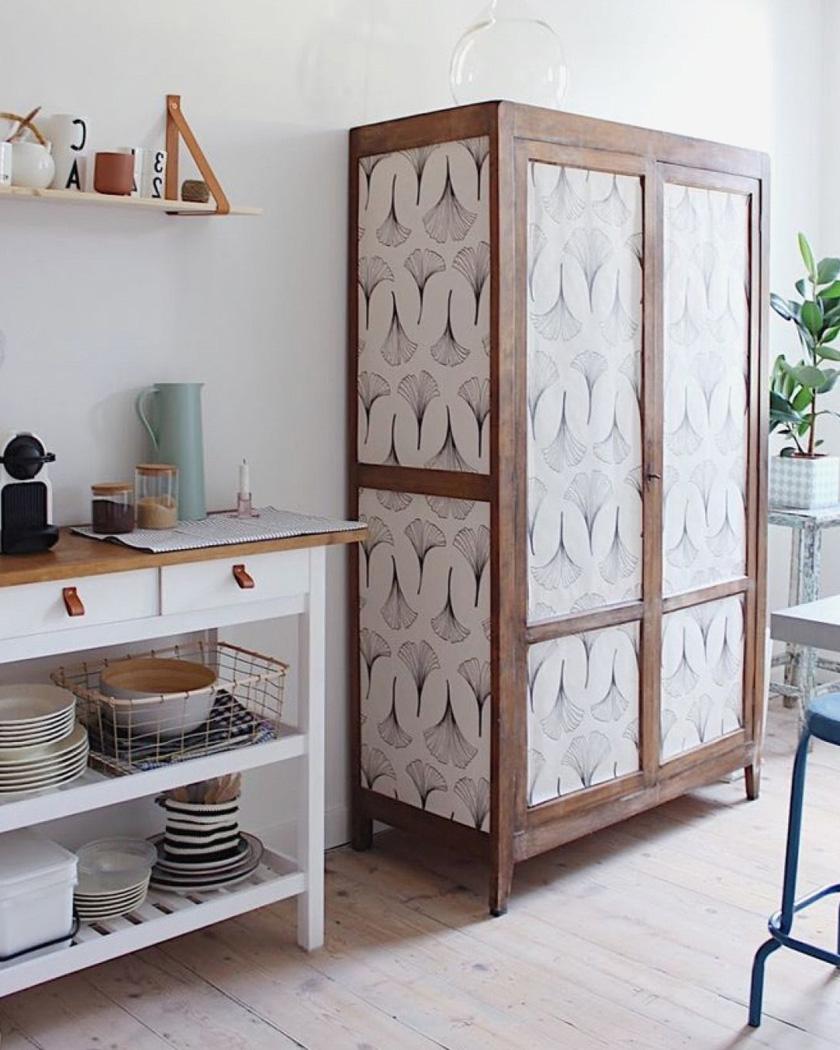 armoire parisienne deco papier peint cuisine