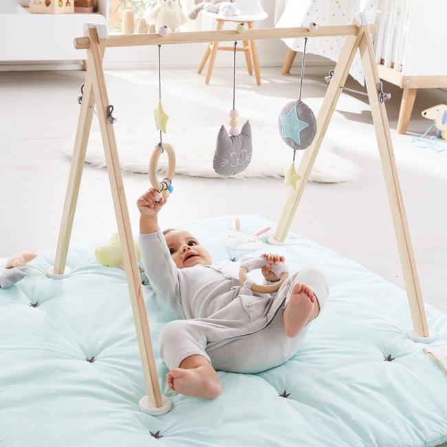 préparer chambre bébé jeu éveil bois