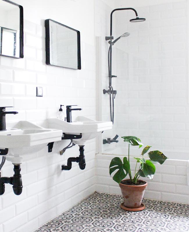 visite deco ysabelle salle de bain noir blanc