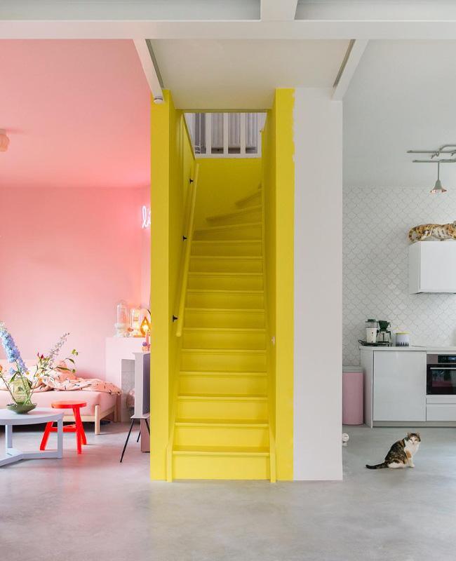deco fun colorée zilverblauw escalier jaune